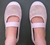 足育を促す「正しい靴の選び方」とは? POINT 2 マジックテープやヒモ付きの靴